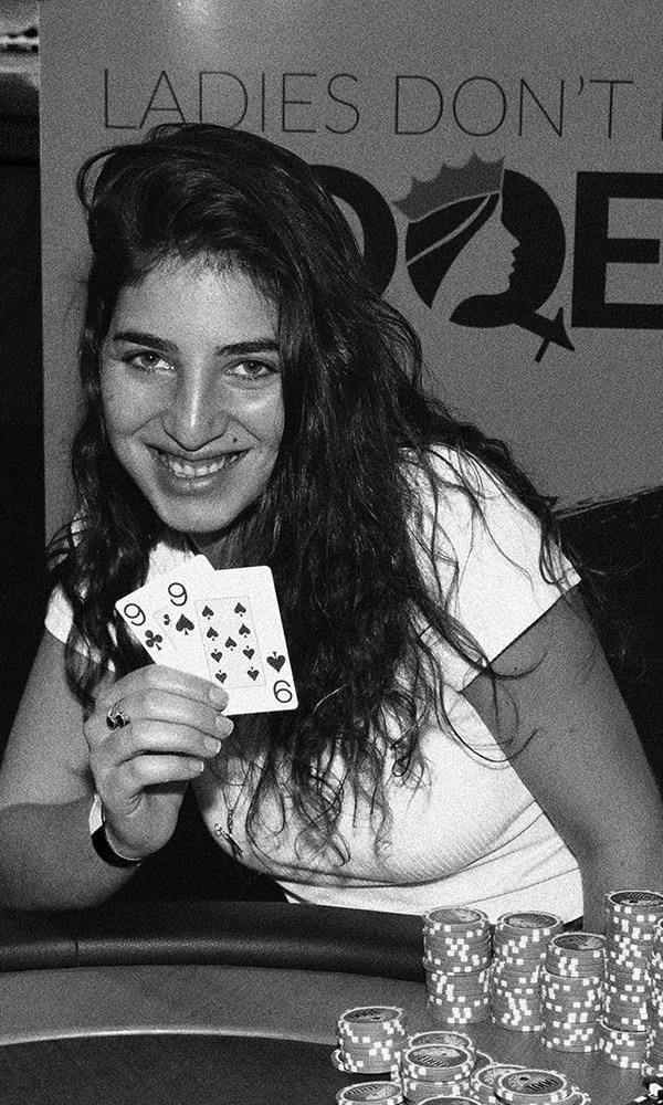 מנצחת בטורניר הפוקר נשים