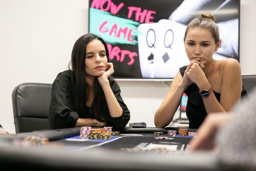 בית הספר לפוקר ושחמט לנשים - Ladies Don't Play POQER