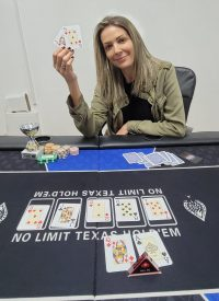 ענבר פלצ'ינסקי  - זוכת הטורניר - Ladies Don't Play Poqer