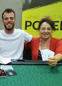 זוכת הטורניר בבית הספר לפוקר ושחמט לנשים - Ladies Don't Play Poqer